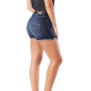 Levi's Shorts - Levi's Midi Short EUC